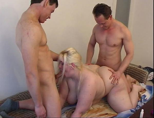 Толстуха блондинка групповой секс